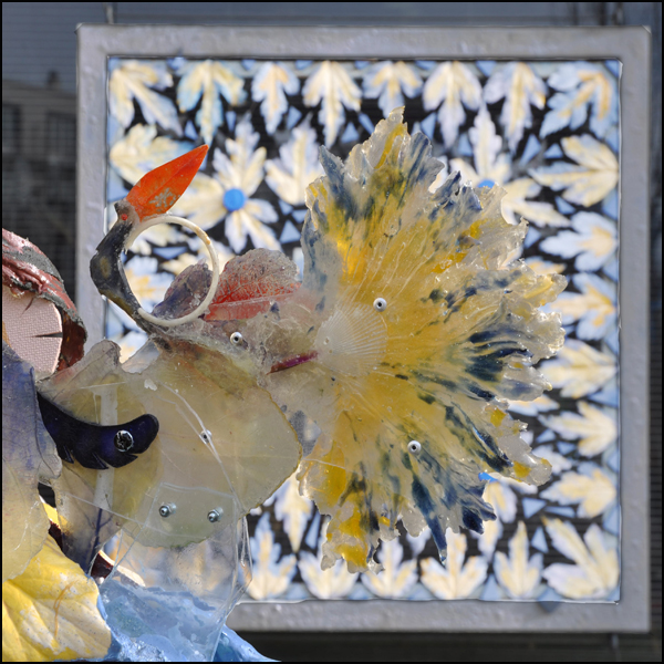 Planche Convoitise - Vue sur l-oiseau paon -