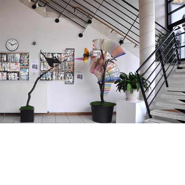 Planche Volatil et chat - Installation dans le Hall d'entrée d'une école primaire -