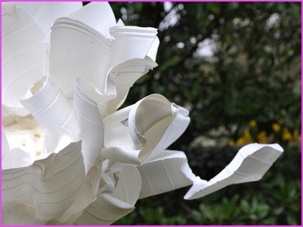 Planche Fleur de Javel Détail d'une découpe de bouteille d'eau de Javel